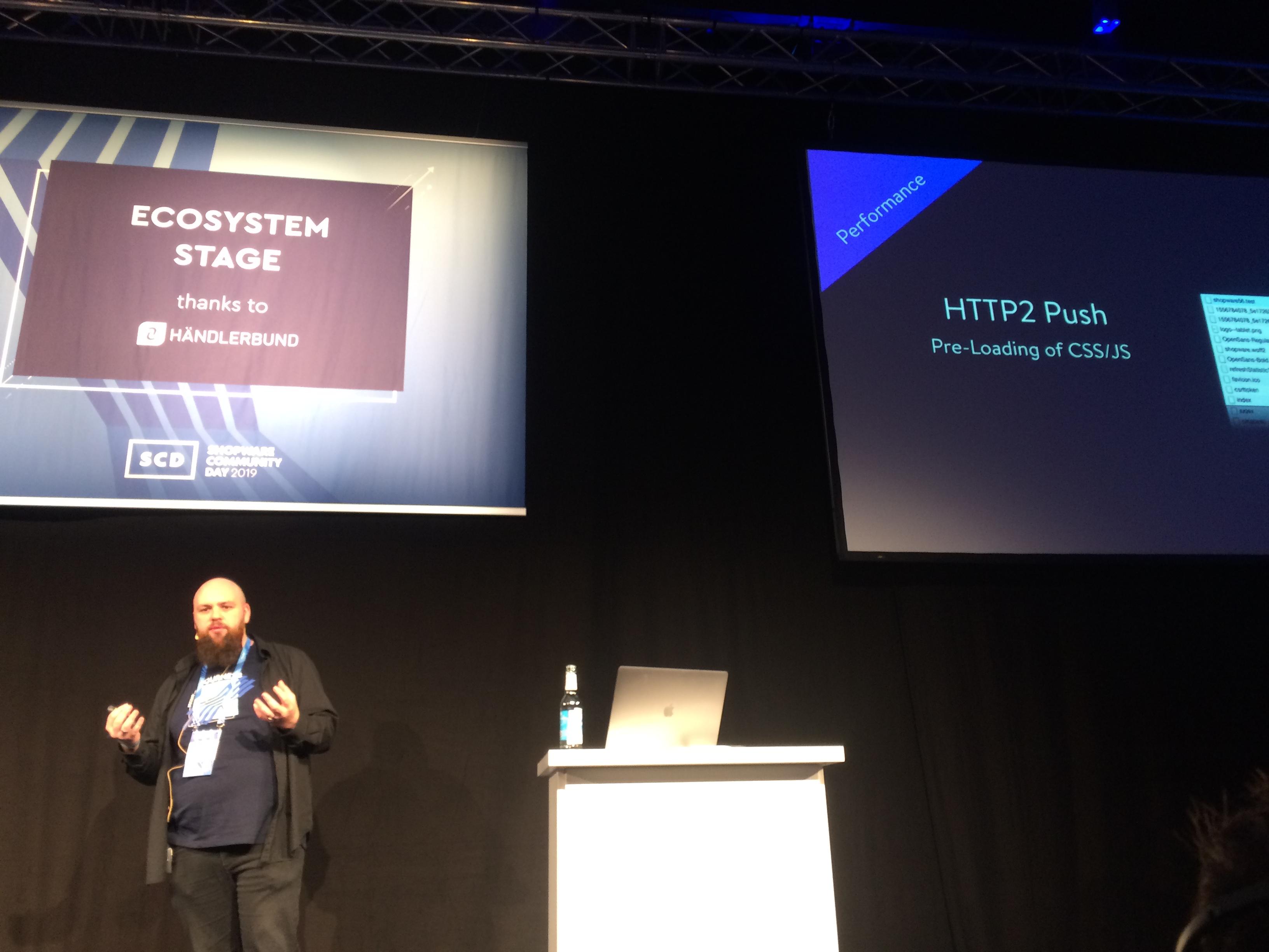 Moritz Naczenski stellt Shopware 5.6 vor.